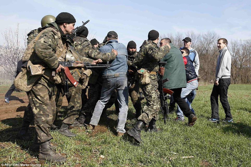 Συνεχίζονται οι σφοδρές μάχες στην ανατολική Ουκρανία
