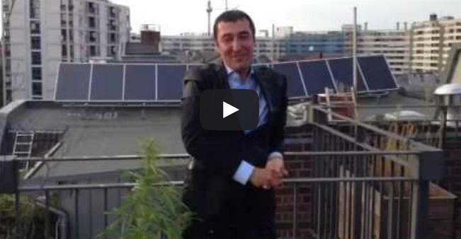 Μπουγέλωμα και…κάνναβη για τον ηγέτη των Πρασίνων στη Γερμανία (ΒΙΝΤΕΟ)