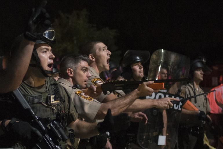 Αστυνομικός του Μιζούρι: «Λυσσασμένα σκυλιά» οι διαδηλωτές!