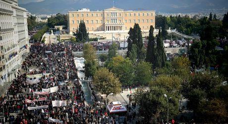Ογκώδες συλλαλητήριο του ΠΑΜΕ στο Σύνταγμα