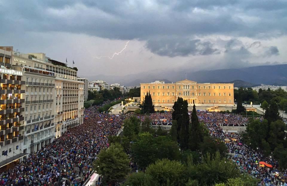 Μεγάλη διαδήλωση υπέρ του «Ναι» στο Σύνταγμα