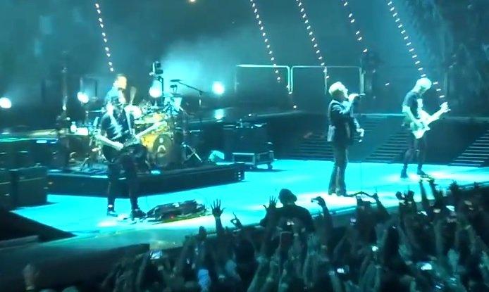 Ο Bono τραγουδάει για τον μικρό Αϊλάν (Βίντεο)