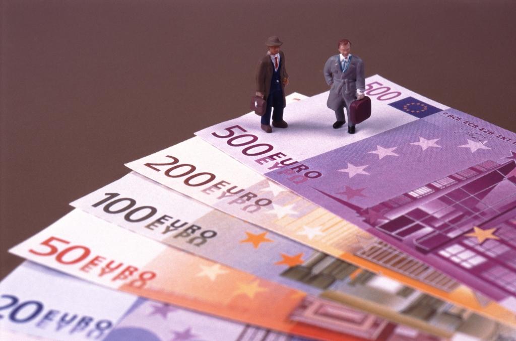 Φόρος 33% σε αδικαιολόγητες τραπεζικές καταθέσεις
