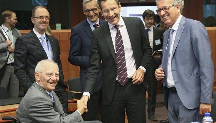 Eurogroup: Πράσινο φως για δόση 10,3 δισ., απόσταση για χρέος