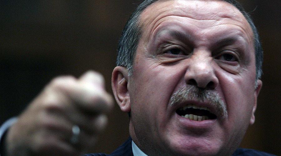 Καταδικάζει (!) ο Ερντογάν την καταστολή των διαδηλωτών στη Γαλλία