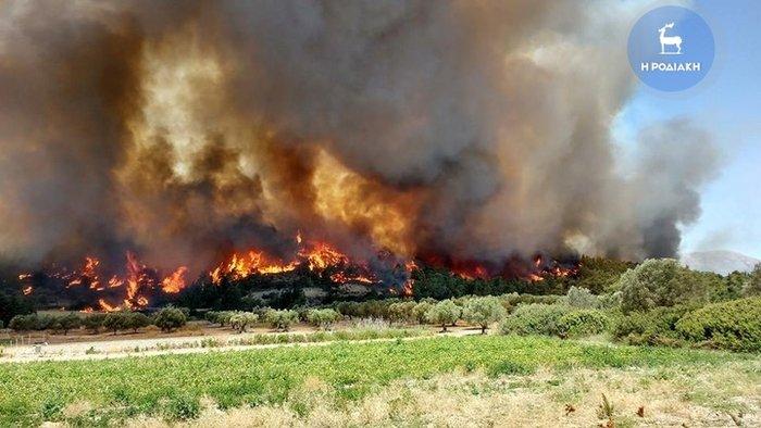 Ανεξέλεγκτη η πυρκαγιά στην νότια Ρόδο  – Εκκενώσεις οικισμών (Βίντεο+Φώτο)