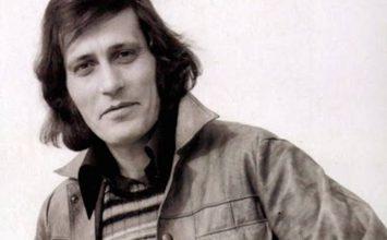 Πέθανε ο σπουδαίος τραγουδιστής Γιάννης Καλατζής (Βίντεο)